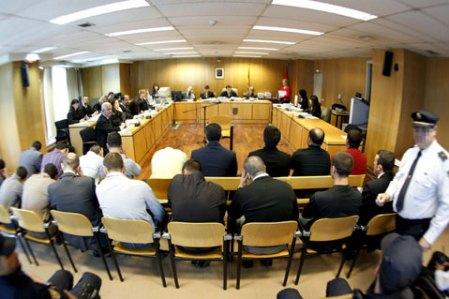 Miembros de la asociación en el juzgado.