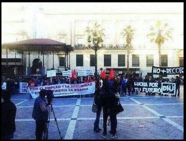 UJCE y DNJ Se manifiestan conjuntamente tan tranquilos en Huelva