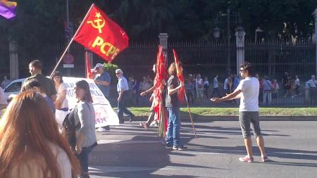 Las hordas del PCPE fieles a la proporción revolucionaria 1 militante - 5 banderas